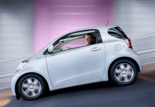 Toyota iQ I hatchback biały boczny lewy