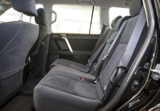 Toyota Land Cruiser 150 I kombi czarny wnętrze