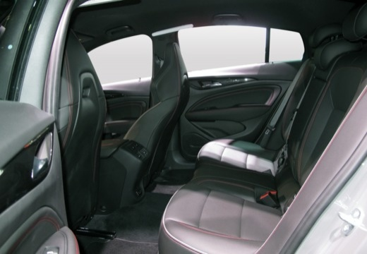 OPEL Insignia hatchback wnętrze