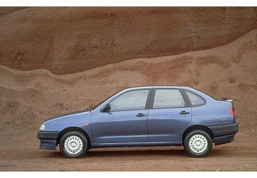SEAT Cordoba I sedan niebieski jasny boczny lewy