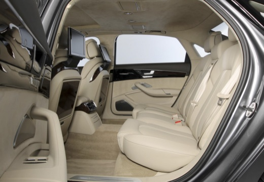 AUDI A8 D4 II sedan wnętrze