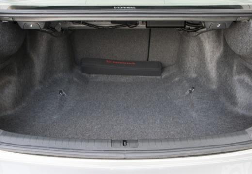 HONDA Accord VII sedan silver grey przestrzeń załadunkowa
