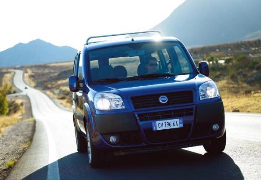 FIAT Doblo II kombi niebieski jasny przedni prawy