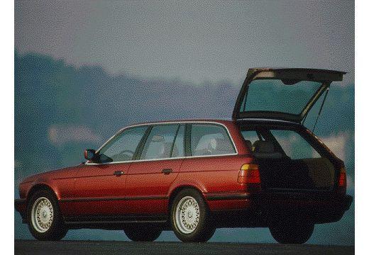 BMW Seria 5 kombi bordeaux (czerwony ciemny) tylny lewy