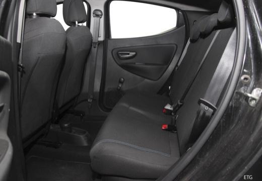 LANCIA Ypsilon hatchback czarny wnętrze