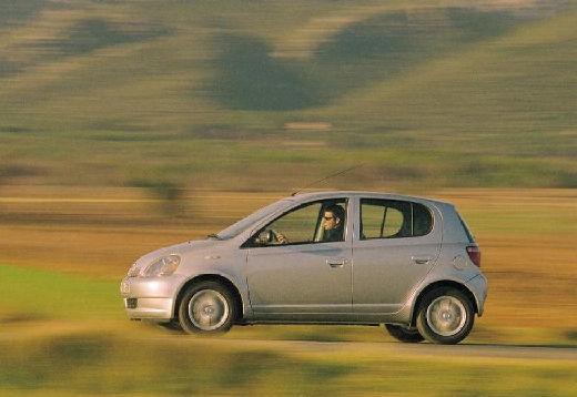 Toyota Yaris I hatchback silver grey boczny lewy