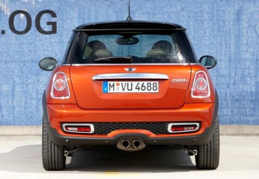 MINI [BMW] Mini MINI One IV hatchback czerwony jasny tylny