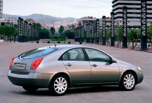 NISSAN Primera IV hatchback szary ciemny tylny prawy