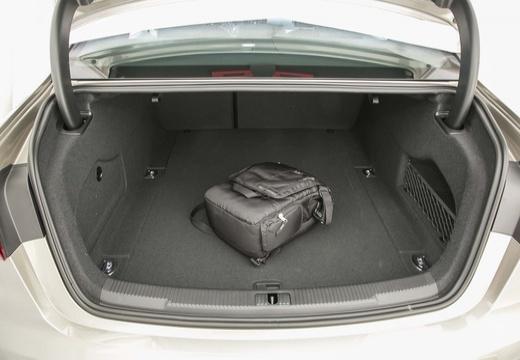 AUDI A6 C7 II sedan przestrzeń załadunkowa