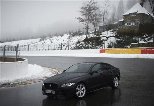 JAGUAR XE 2.0 T Pure Sedan I 241KM (benzyna)