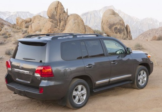 Toyota Land Cruiser V8 II kombi silver grey tylny prawy