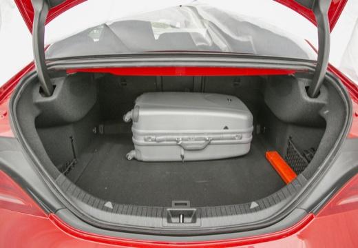MERCEDES-BENZ Klasa CLA sedan przestrzeń załadunkowa