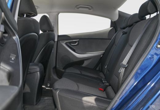 HYUNDAI Elantra I sedan wnętrze