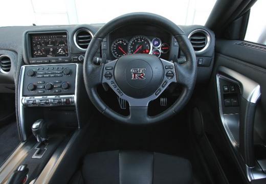 NISSAN GT-R I coupe silver grey tablica rozdzielcza