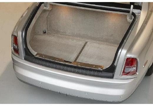 ROLLS-ROYCE Phantom sedan przestrzeń załadunkowa