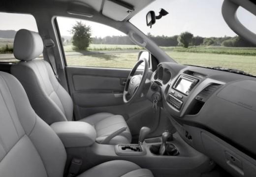 Toyota HiLux IV pickup szary ciemny wnętrze