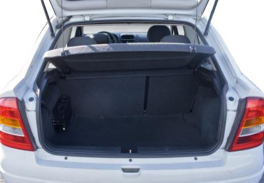 OPEL Astra II hatchback przestrzeń załadunkowa