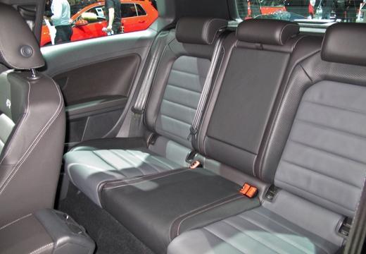VOLKSWAGEN Golf VII II hatchback wnętrze