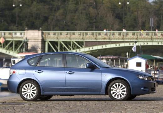 SUBARU Impreza I hatchback niebieski jasny boczny prawy