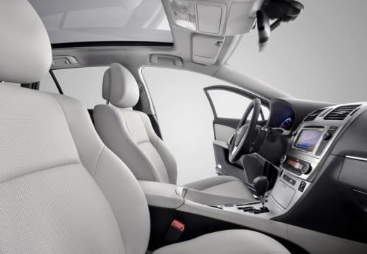 Toyota Avensis kombi wnętrze