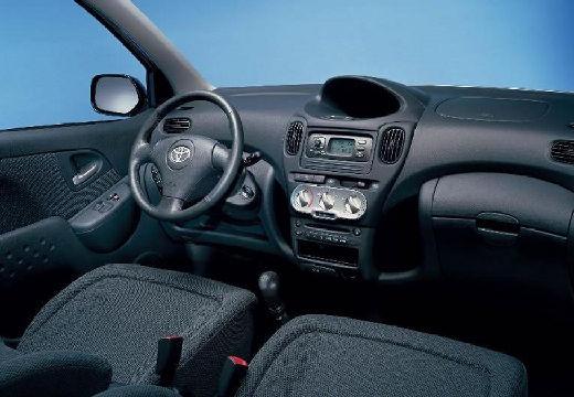 Toyota Yaris Verso II kombi tablica rozdzielcza