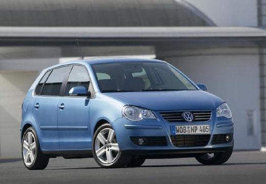 VOLKSWAGEN Polo hatchback niebieski jasny przedni prawy