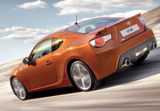 Toyota GT86 coupe pomarańczowy tylny lewy