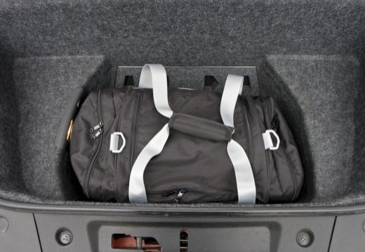 AUDI R8 I coupe przestrzeń załadunkowa