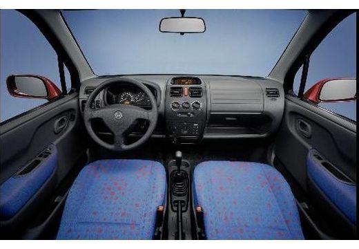 OPEL Agila hatchback wnętrze