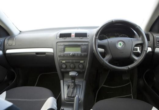 SKODA Octavia II I hatchback tablica rozdzielcza