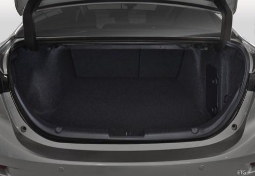 MAZDA 3 VI sedan przestrzeń załadunkowa