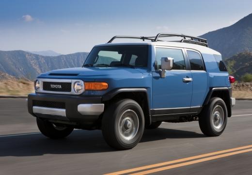 Toyota FJ Cruiser kombi niebieski jasny przedni lewy