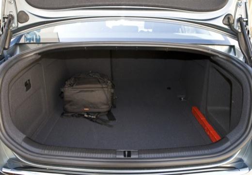 AUDI A6 4F II sedan przestrzeń załadunkowa