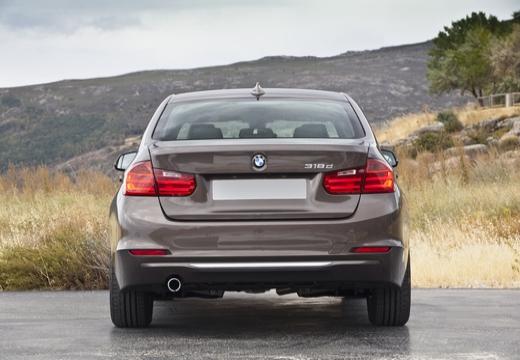 BMW Seria 3 F30 sedan brązowy tylny