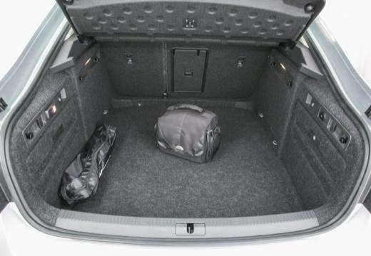 SKODA Superb III I hatchback przestrzeń załadunkowa