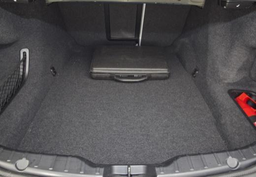 BMW Seria 5 F10 II sedan przestrzeń załadunkowa