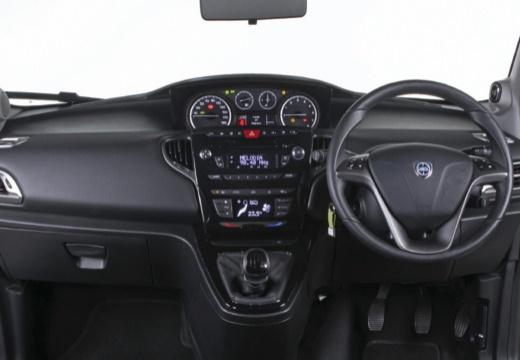 LANCIA Ypsilon III hatchback czarny tablica rozdzielcza
