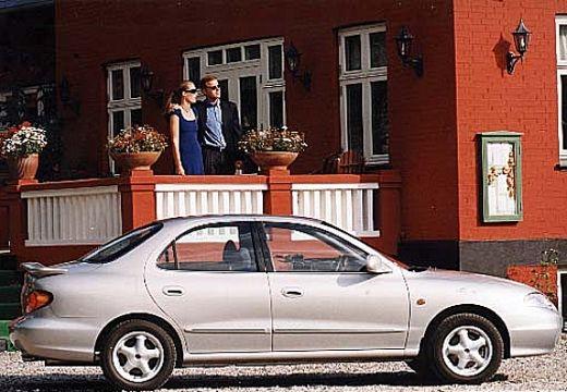 HYUNDAI Lantra III sedan silver grey boczny prawy