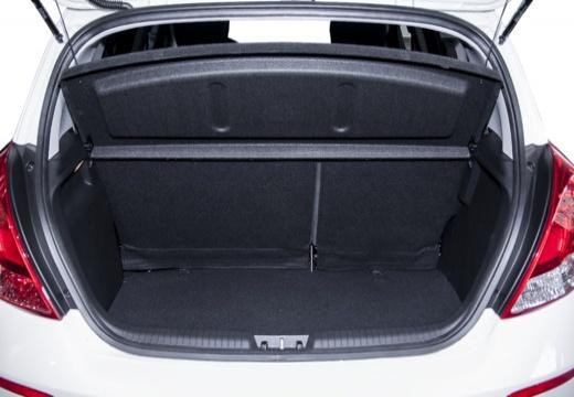 HYUNDAI i20 II hatchback biały przestrzeń załadunkowa