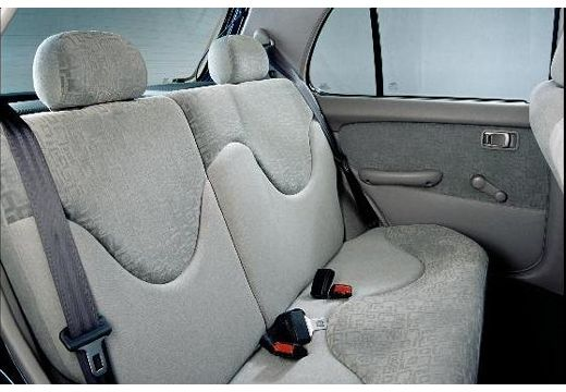 NISSAN Micra III hatchback wnętrze