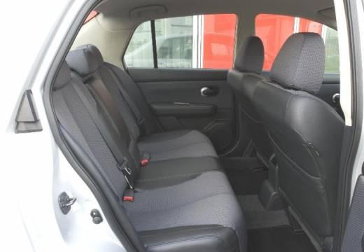 NISSAN Tiida sedan silver grey wnętrze