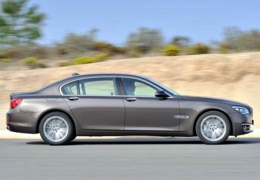 BMW Seria 7 F01 F02 II sedan brązowy boczny prawy
