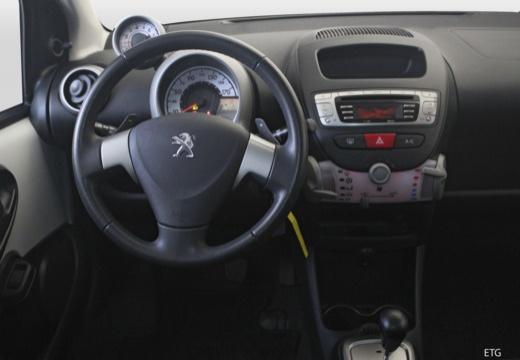 PEUGEOT 107 hatchback tablica rozdzielcza