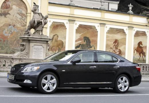 LEXUS LS sedan czarny przedni lewy