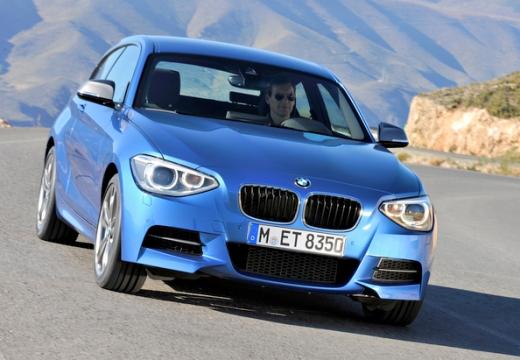 BMW Seria 1 F21 I hatchback niebieski jasny przedni prawy