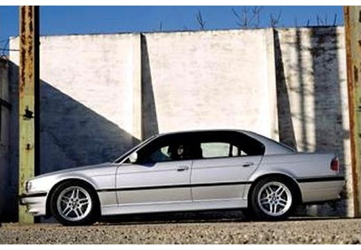 BMW Seria 7 E38 sedan silver grey boczny lewy