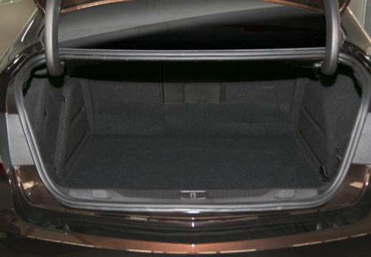 OPEL Astra IV sedan czarny przestrzeń załadunkowa