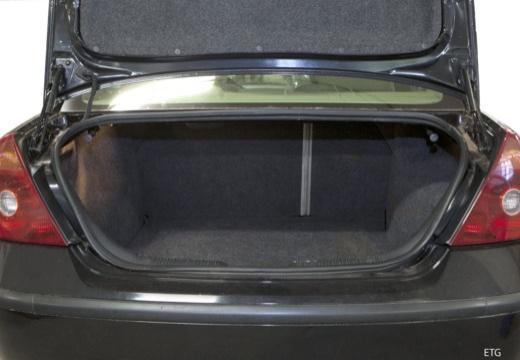 FORD Mondeo III sedan przestrzeń załadunkowa