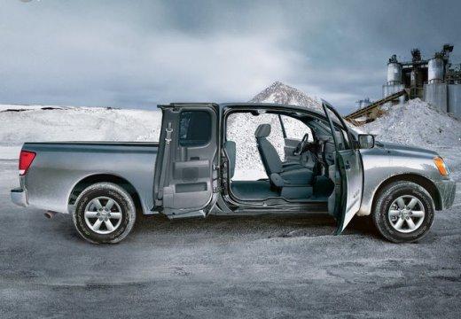 NISSAN Titan pickup silver grey boczny prawy