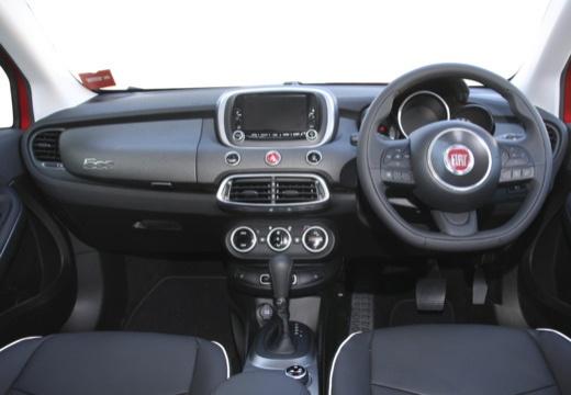 FIAT 500 X City Look hatchback czerwony jasny tablica rozdzielcza